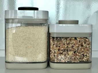 真空保存容器セビアでお米とくるみを真空保存